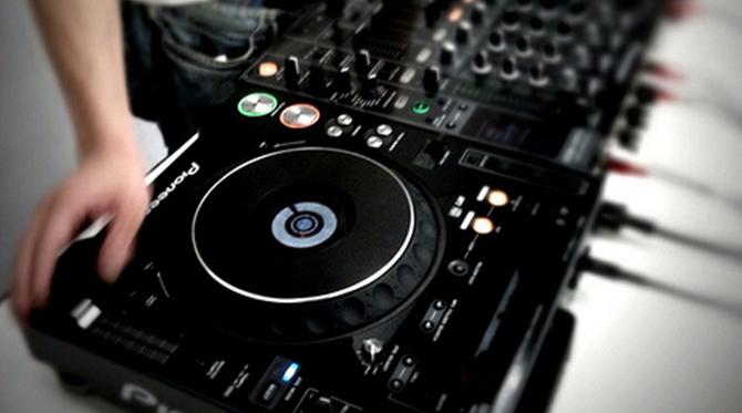 DJ, commercial ou non ?