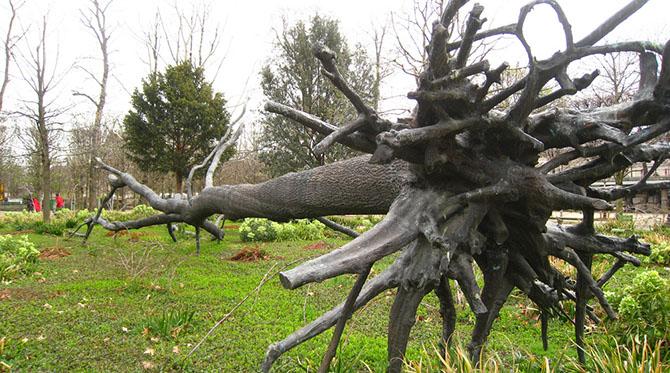 Une ville, une œuvre : l'arbre des voyelles de Guiseppe Penone