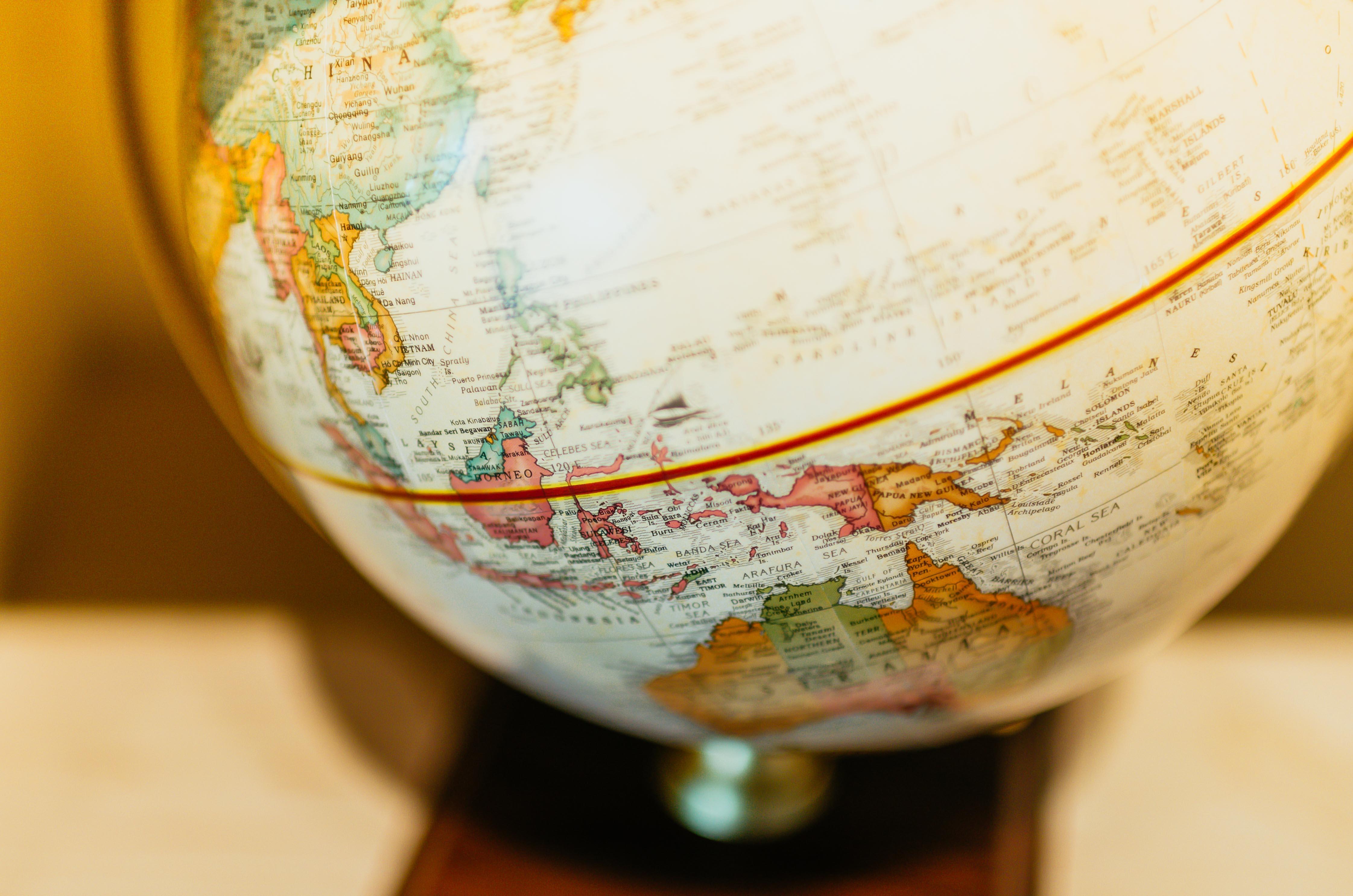 En famille autour du monde:  jeux, repas et traditions  de Catherine Gex et Laetitia Aeberli-Rochat